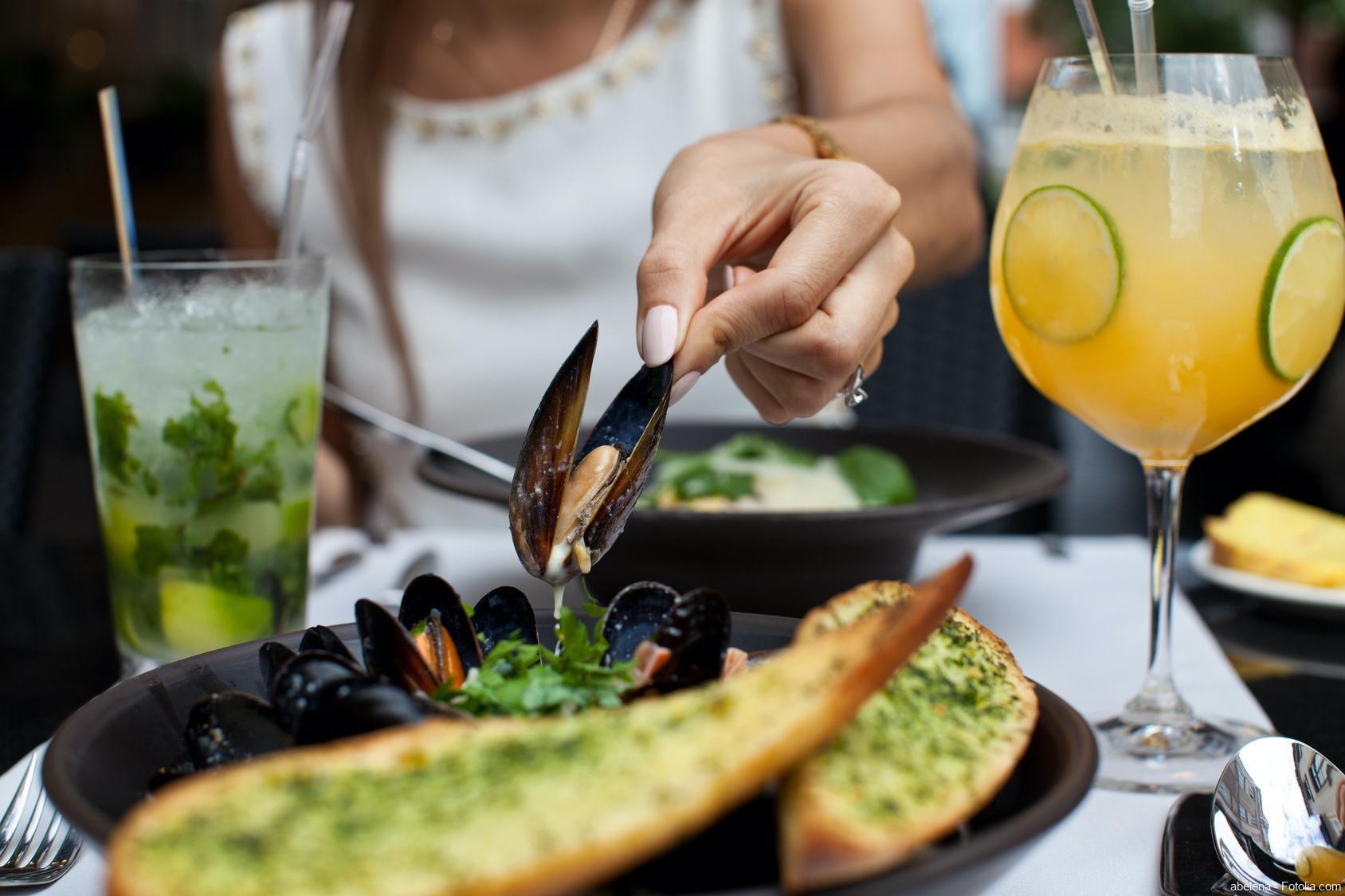 Virushepatitis - Meeresfrüchte in einem Restaurant