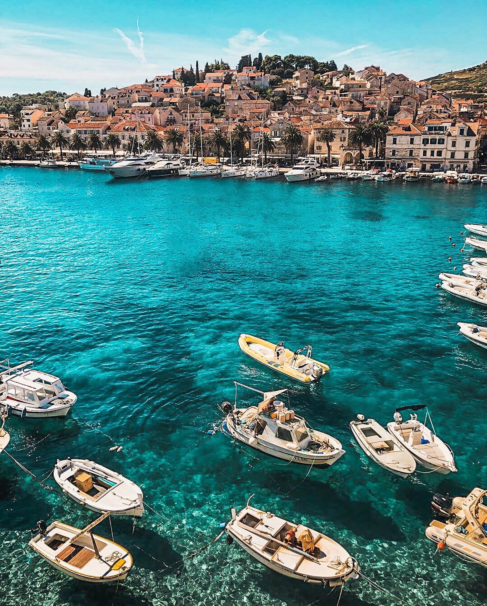 Virushepatitis - Am Meer in einem Hafen