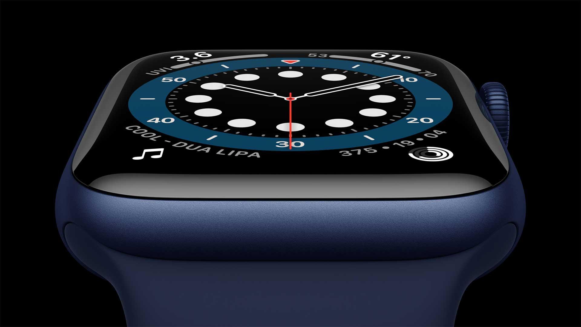 Apple Watch Series 6 frontal seitlich in blau auf schwarzem Hintergrund
