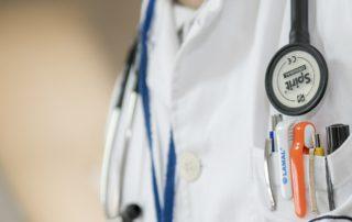 COPD, Arzt im Kittel