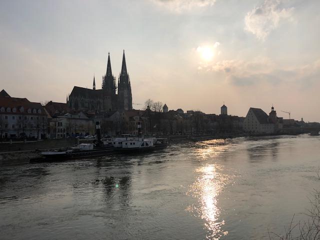 Regensburg, Donau-Ufer am Abend