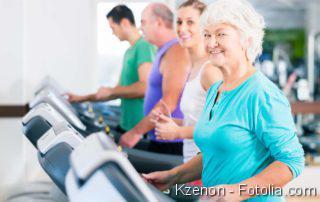 Auf dem Laufband fit bleiben: Fitness ist auch im Alter wichtig