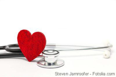Herzschwäche, Herzinsuffizienz, Herz mit Stetoskop