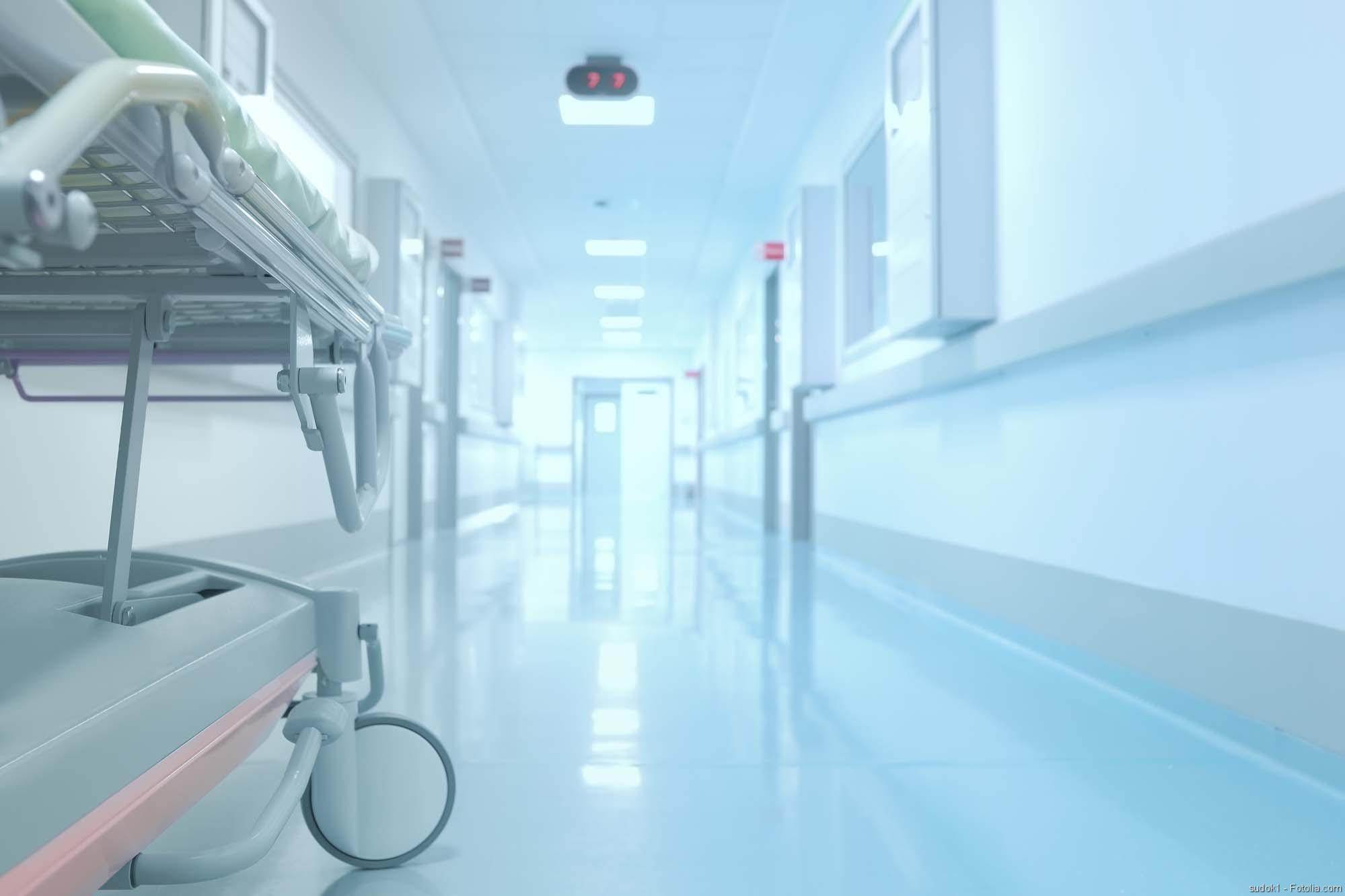 Antibiotikaresistente Keime bekämpfen, Hodentumoren, Klinik, Klinikarzt, Patient, Burnout, Klinikflur
