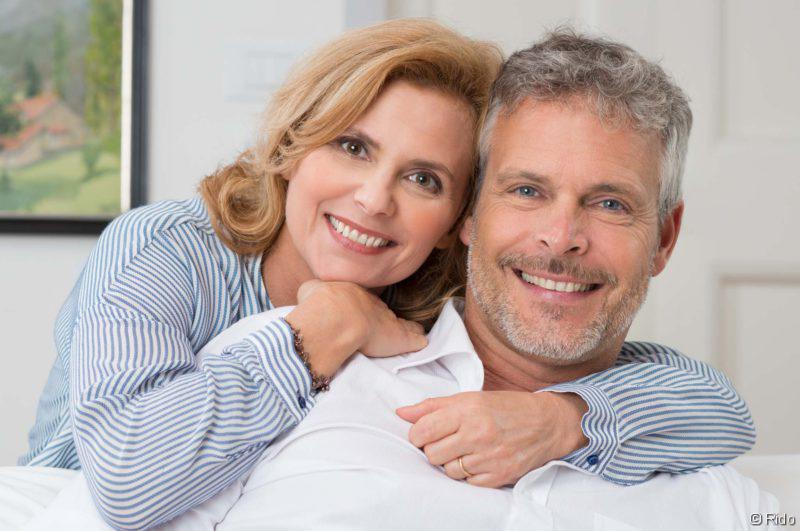 Vasektomie, Paar, das sich umarmt