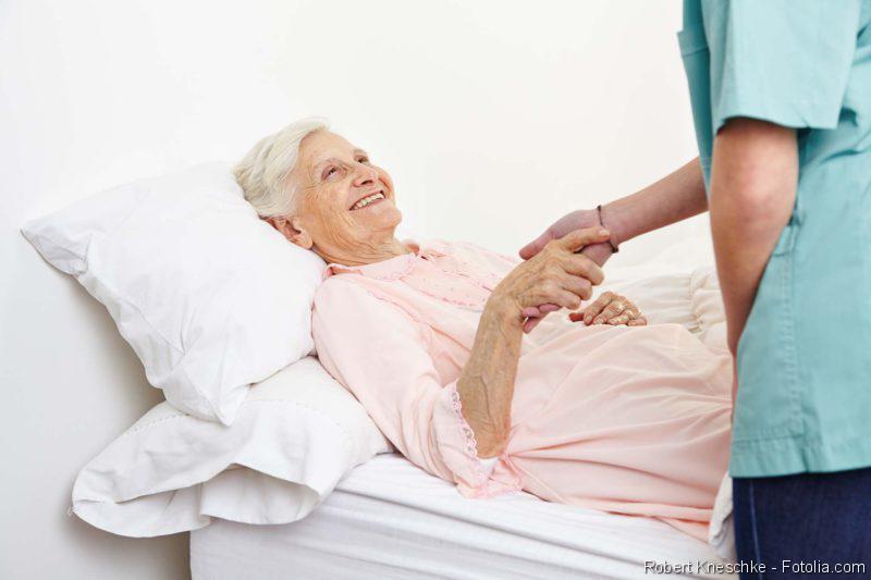Pflegebett, Pflege, Seniorin, Krankenbett