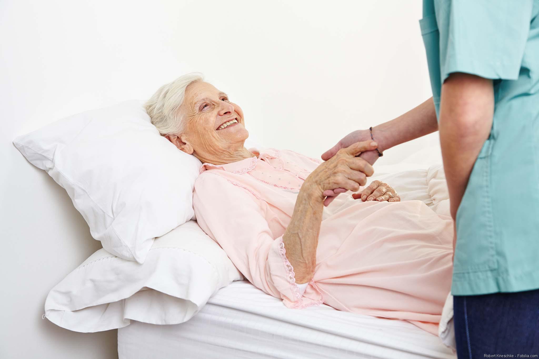patientin_krankenhaus_pfleger