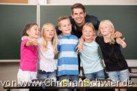 Das gesunde Klassenzimmer, Chronisch kranke Kinder, Kinder in der Grundschule mit ihrem Lehrer