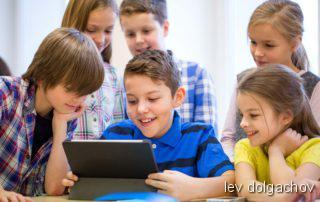 Differentialdiagnose mehrsprachiger Kinder, Kinder vor dem Tablet