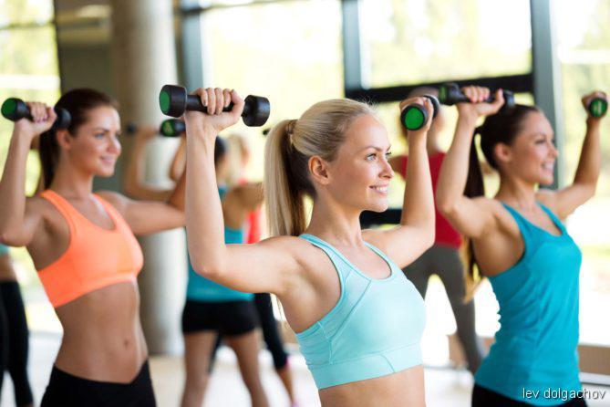 Sport, Gesundheitslevel, Bewegungsmangel, Bewegung, INJOY, Ganzkörpertrainingsprogramm, Muskelaufbau, Work-Out mit Hanteln